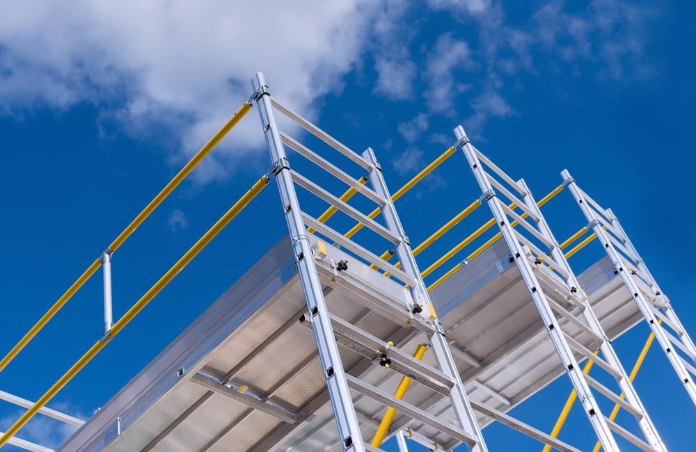 Preventing falls on scaffolding